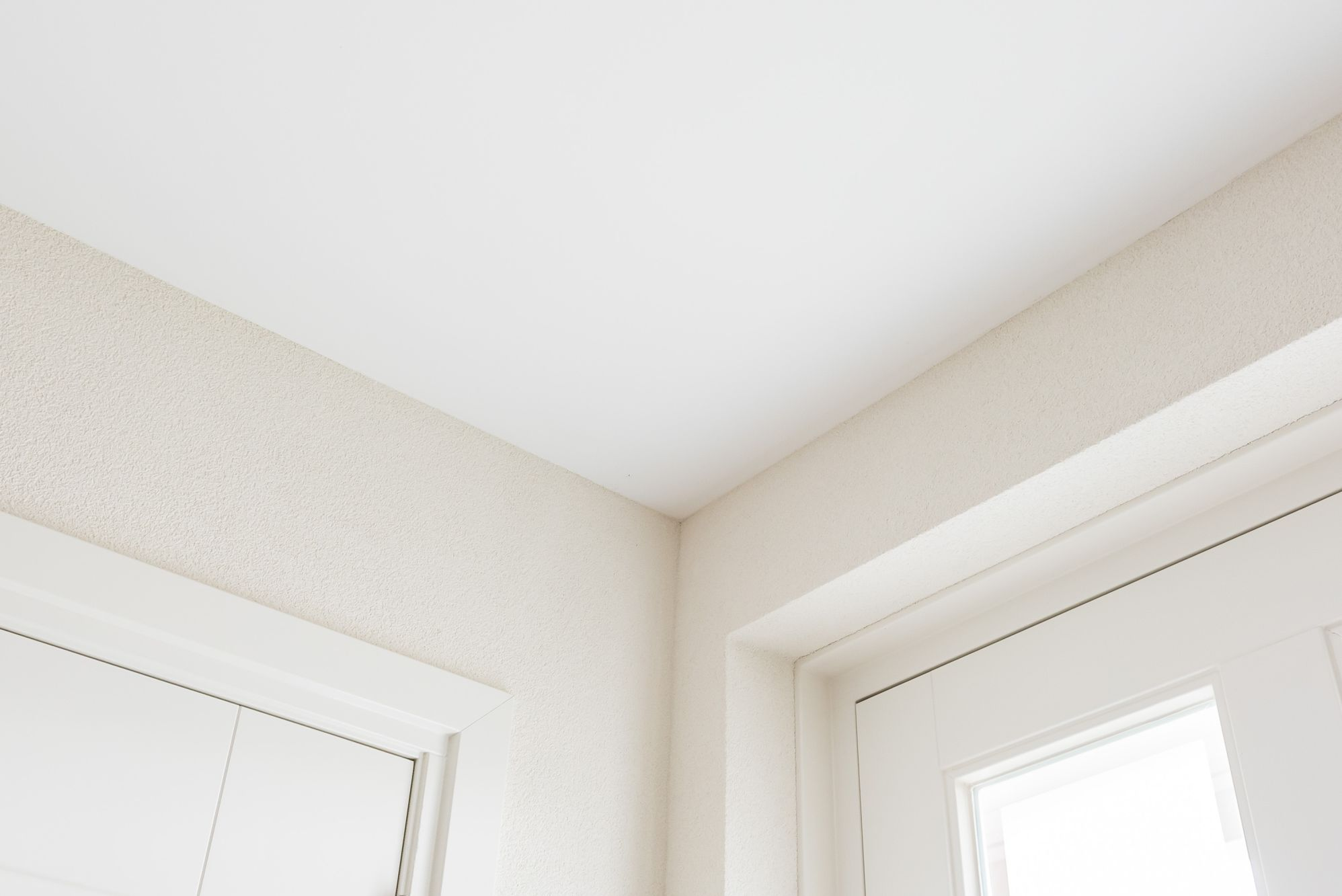 plafond glad stucwerk en wand spachtelputz